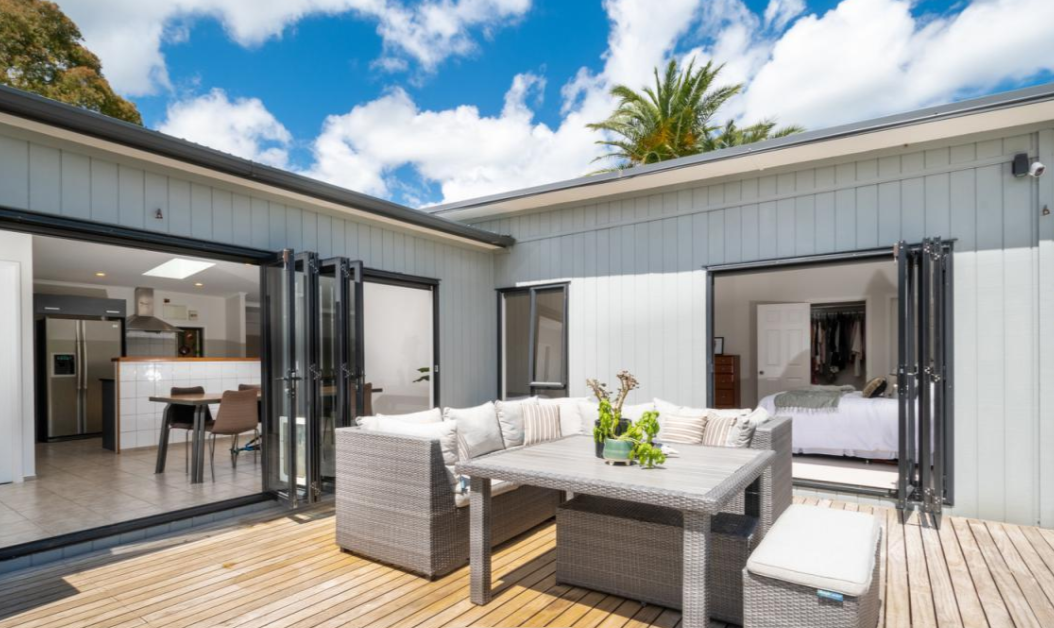 【ニュージーランド】投資物件にも!大きなガレージと路外駐車場を備えたモダンな3ベッドルームの家