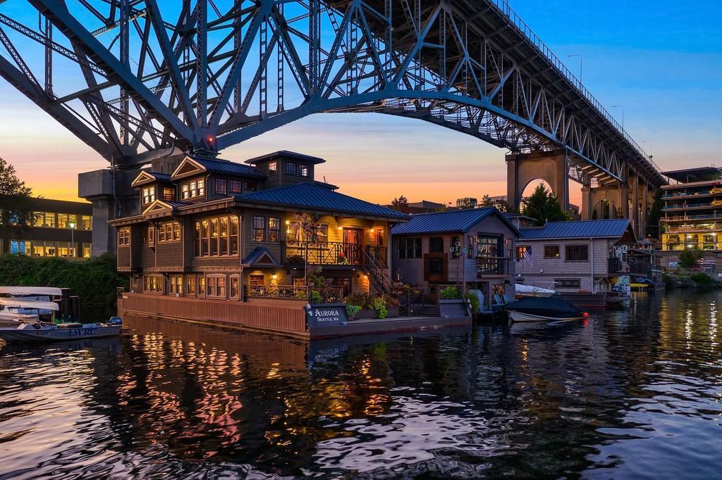 【アメリカ】シアトルの湖上に浮かぶフローティングハウス(限定物件)